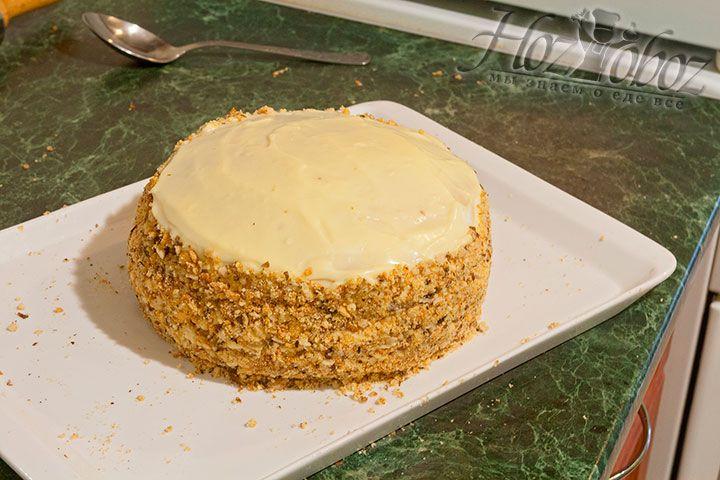 Бока торта обсыпьте крошкой