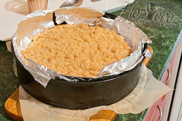 Остужаем готовый пирог на протяжении часа