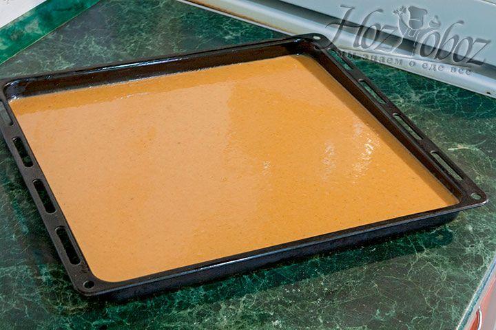 Выливаем тесто на лист