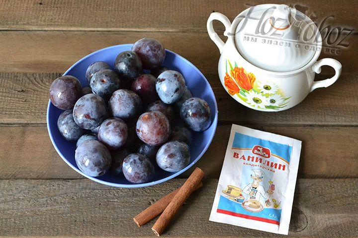Приготовим подходящие ингредиенты: твердую сливу, сахарный песок, ванилин и корицу