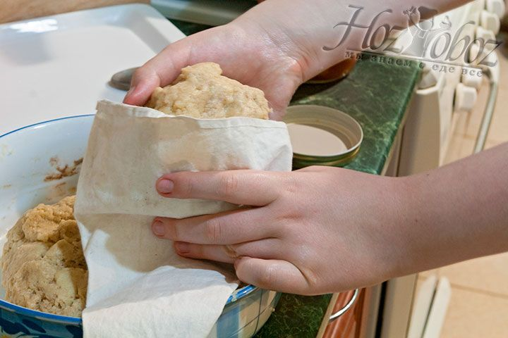 Помещаем мягкое тесто в кондитерский мешок