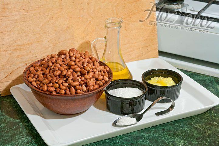 Все продукты, необходимые для арахисовой пасты, подготавливаем заранее