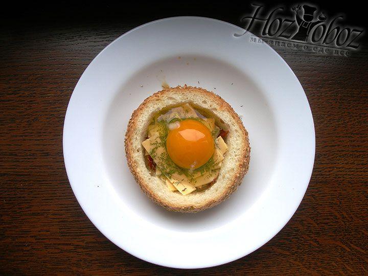 Теперь во «внутренностях» булочки есть и яйцо