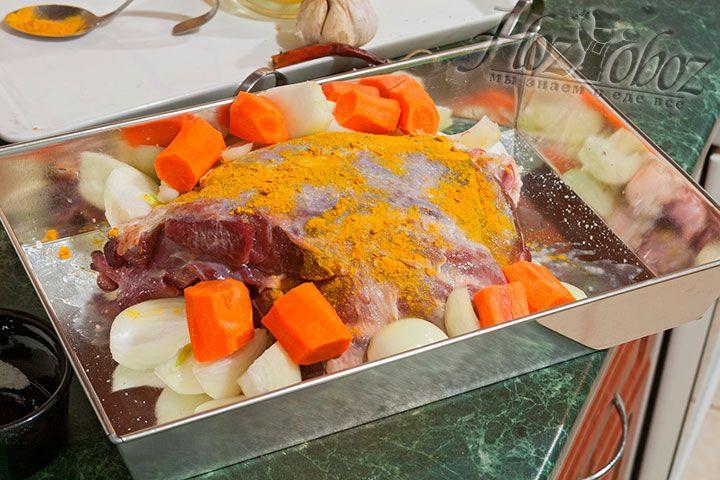 Морковь в этом блюде тоже должна быть в виде крупных кусков