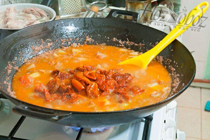 Вяленые томаты добавят этому болоньезе вкусовой неповторимости