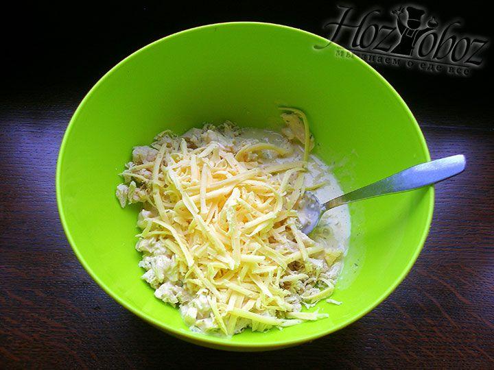 Добавляем натёртый сыр