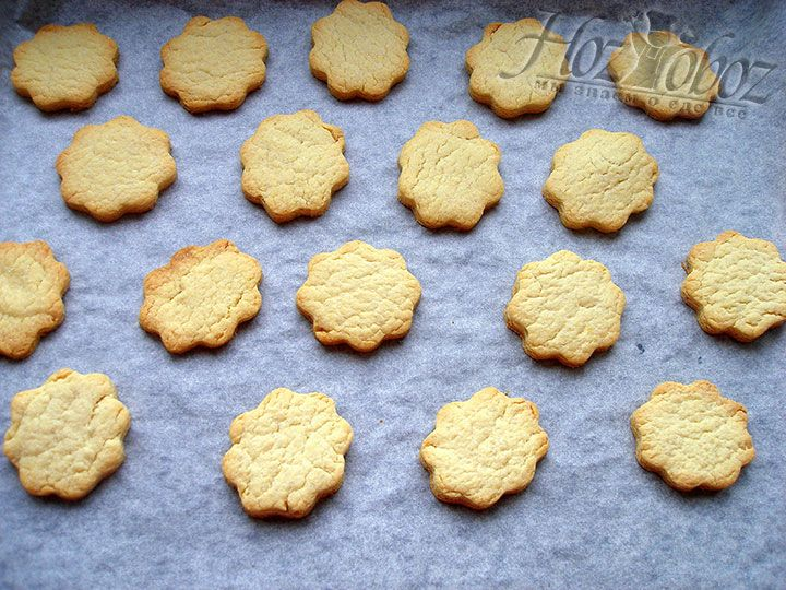 Выпекаем печенье при 180C 10-12 минут