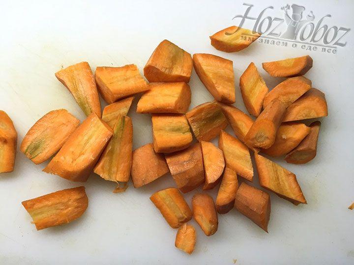 Пришло время очистить и нарезать морковь