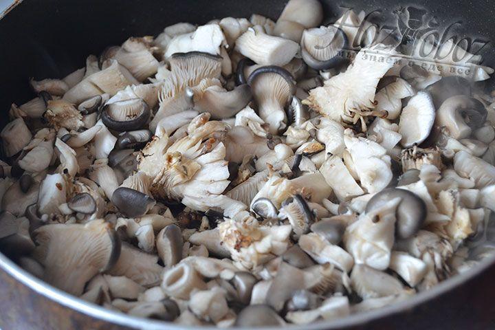 Жарьте грибы до готовности