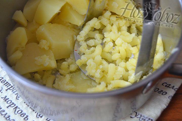 Растолките картофель