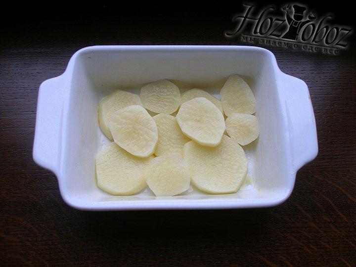 Картофель выкладываем в форму для запекания
