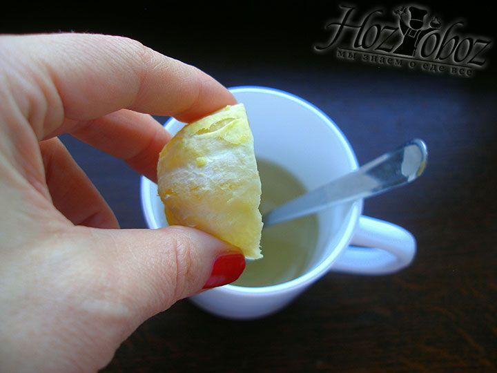 Сок лимона добавляем в сладкую воду
