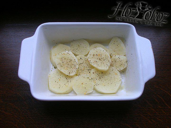 Посыпаем картофель специями