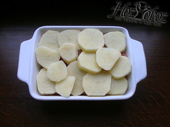 Выкладываем оставшийся картофель