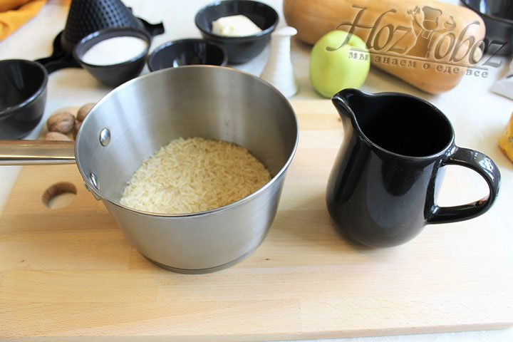 Когда рис вымокнет, снова промоем его и будем варить в кастрюле с толстым дном на протяжении 20 минут