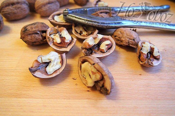 Сначала приготовим орехи, основной ингредиент халвы