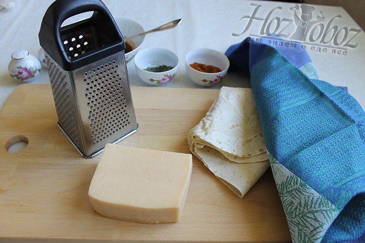Также подготовим соус для чипсов с сыром
