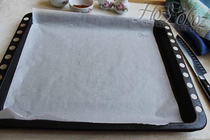 Пергамент аккуратно уложим на лист из духового шкафа