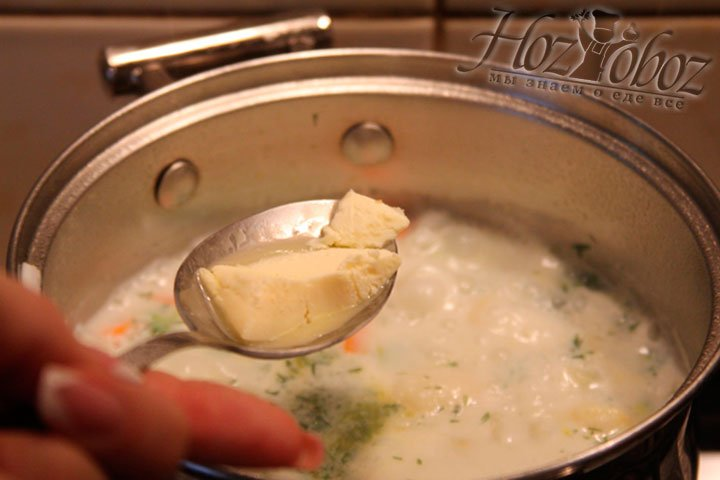 Добавляем в суп кусочек масла