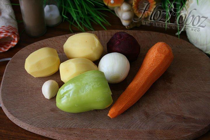 Займемся овощами: помоем, очистим и освободим от семян соответственно