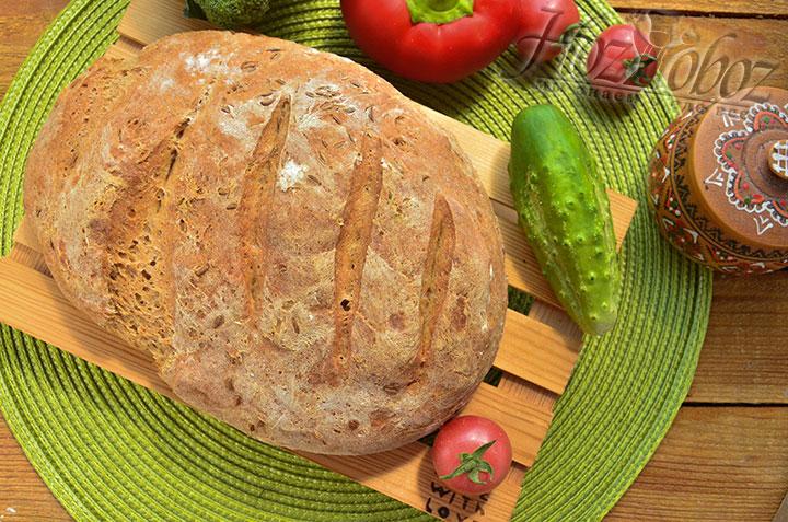 Вот и все - хлеб готов. Теперь даем ему остыть и пробуем