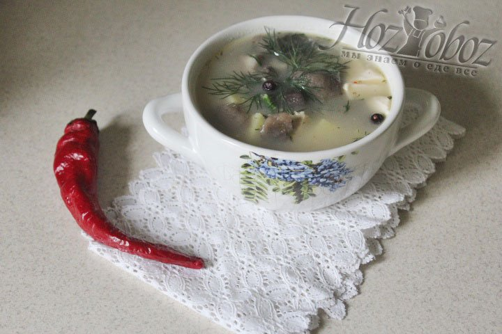 Разливаем суп по тарелкам и подаем к столу. Приятного всем аппетита