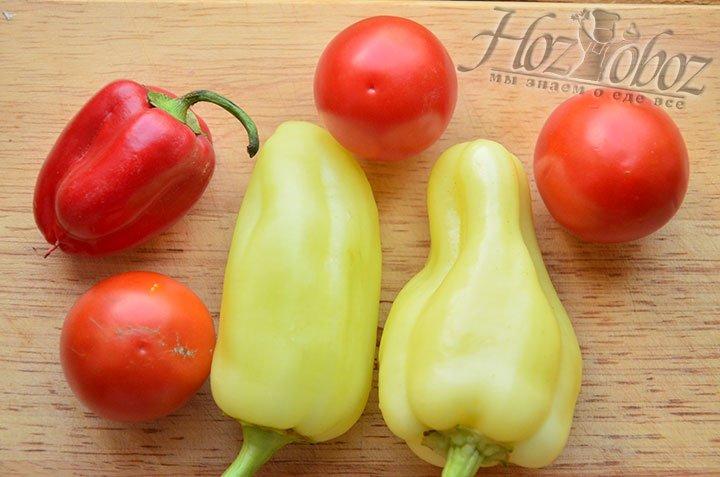 Болгарский перец и томаты просто вымоем, а резать не будем