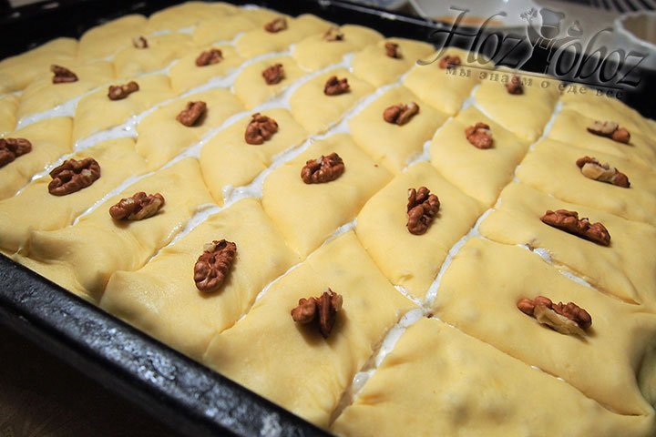 Получившийся пирог нарежем на ромбики