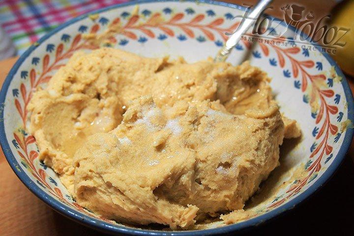 Соль и масло оливковое добавляем в гороховое пюре