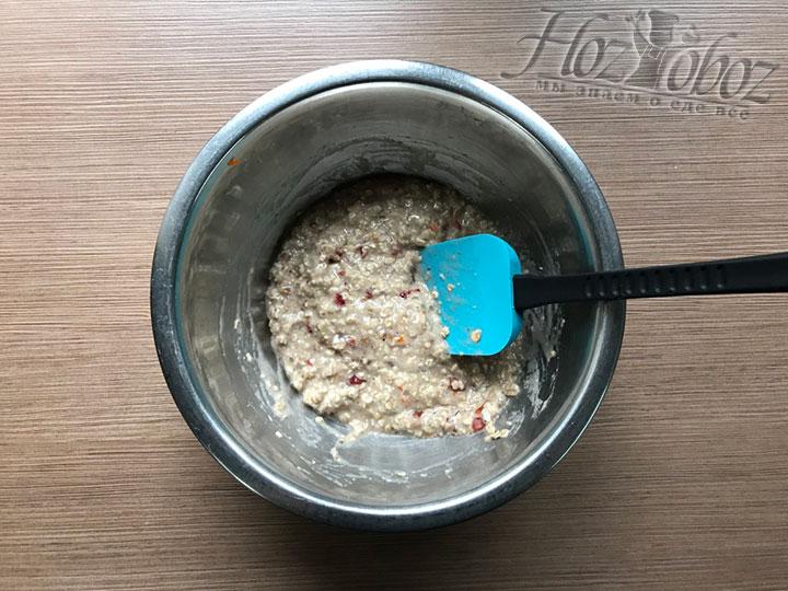 Смешаем тесто и добавим по необходимости еще овсянку, чтобы оно не растекалось