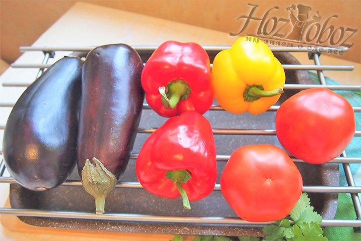 Промытые овощи сложим на решетку для запекания
