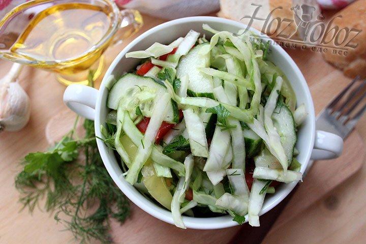 Готовый салат из капусты и овощей