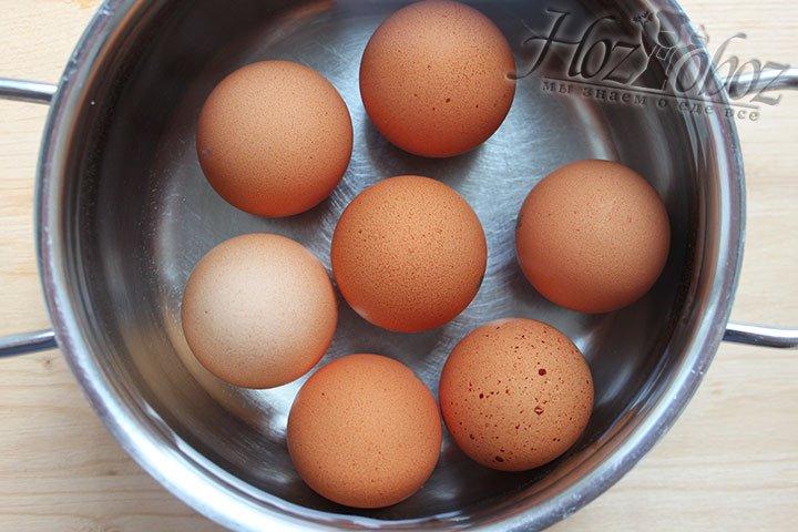 Отвариваем яйца вкрутую