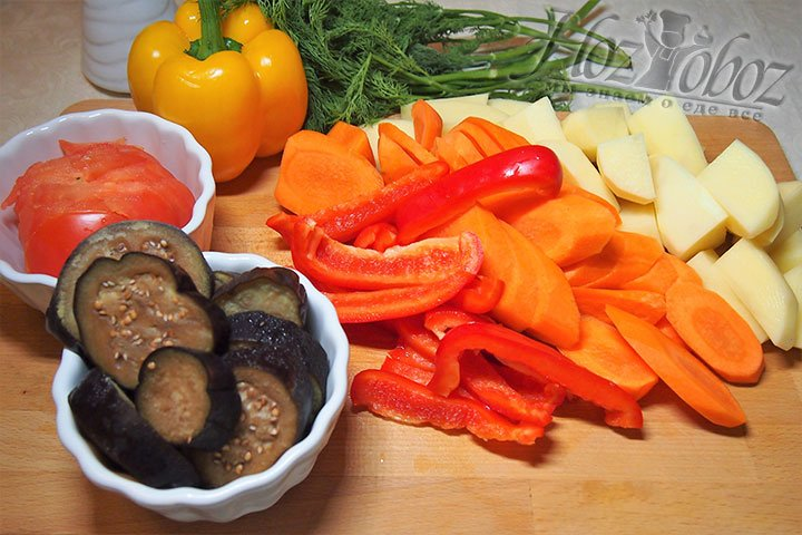 Овощи нарежем на крупные части