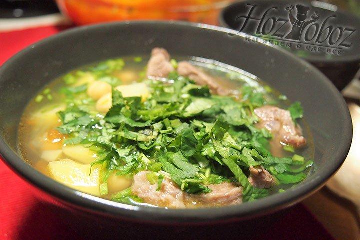 Путук подается на стол в глиняных горшочках. Украсим блюдо зеленью. Приятного аппетита!