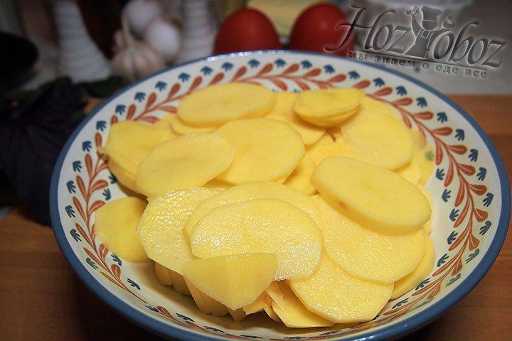 Картофель нарежем кружками