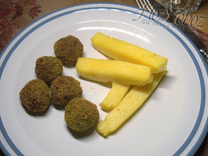 Поленту подают к овощам, либо к мясным блюдам или рыбе