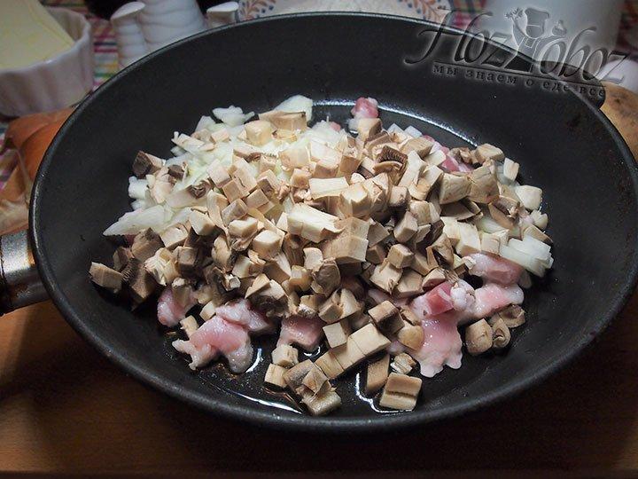 Всю нарезку выложим на сковороду с маслом подсолнечным