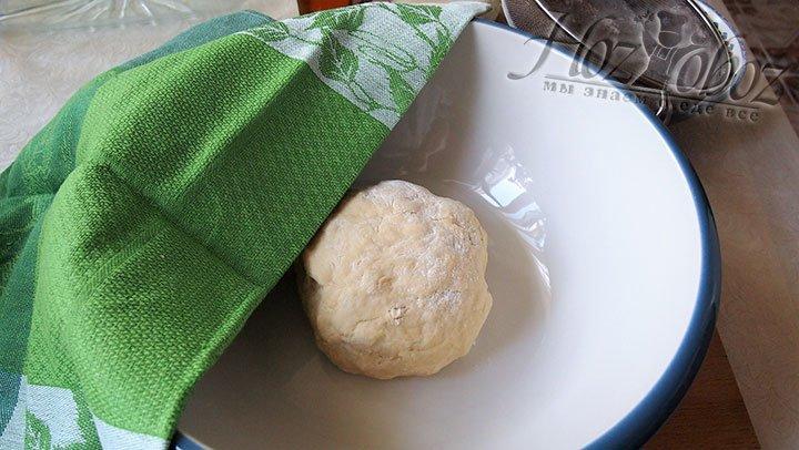 Из всех подготовленных ингредиентов замесим мягкое тесто