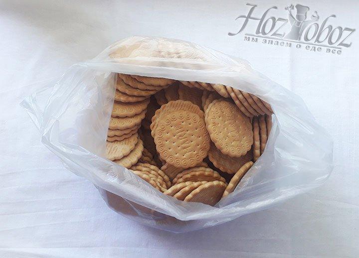 Печенье складываем в пакет