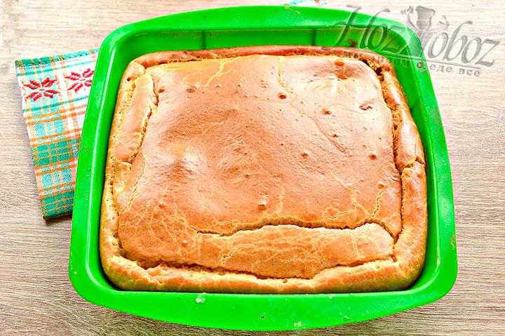 В духовке держим пирог-курник 40 минут