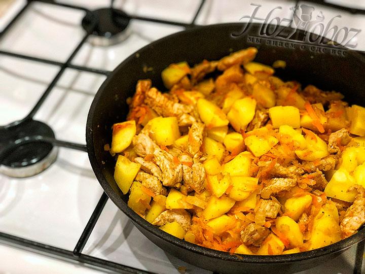 Смешиваем картофель и свинину
