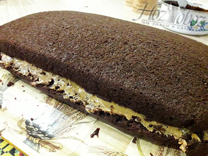 Так торт окажется собранным и промазанным