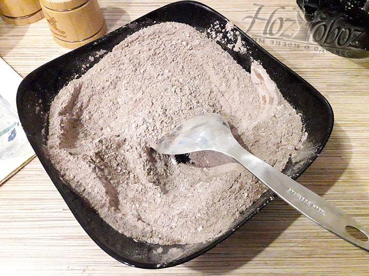 Должна получится коричневая сыпучая смесь, которую на некоторое врем стоит отставить в сторонку