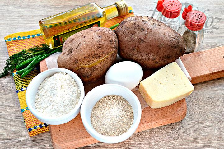 Подготавливаем для картофельных биточков продукты