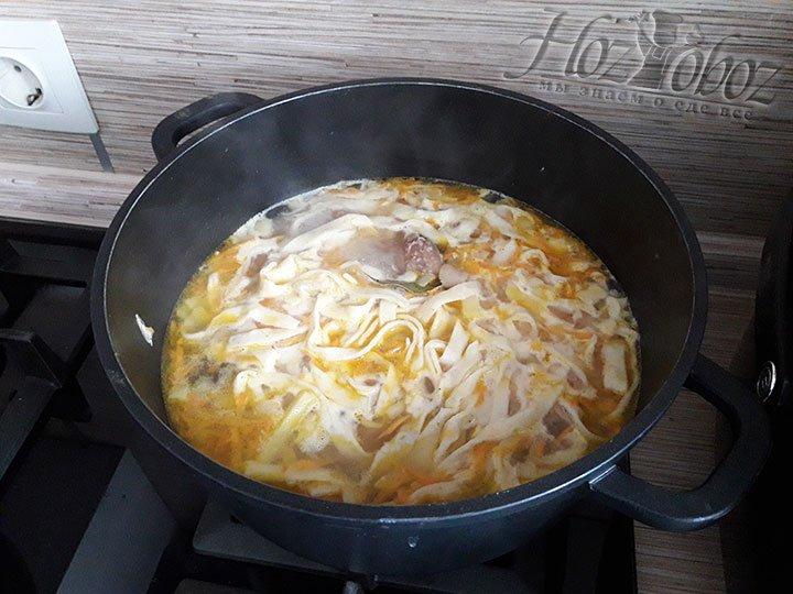 Продолжаем варить, пока картофель не будет готов