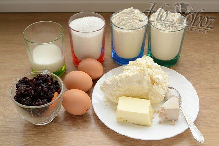 Для приготовления кулича подготовим жирный домашний творог и другие продукты