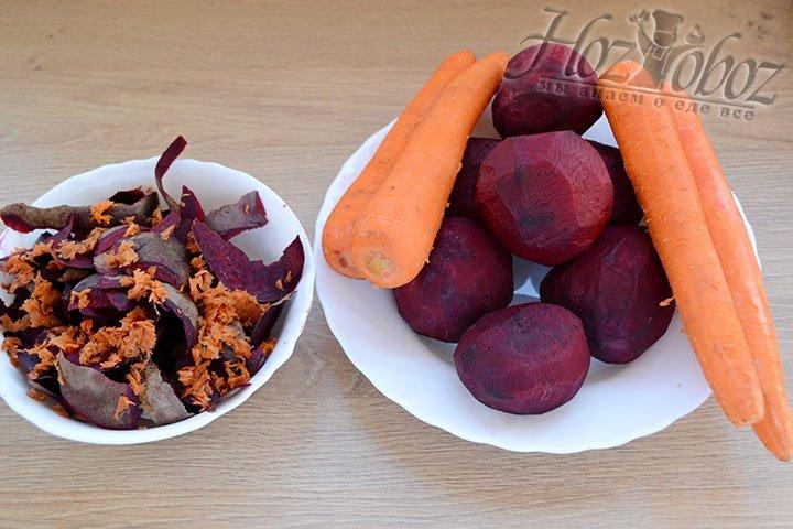 Свеклу и морковку помоем и почистим