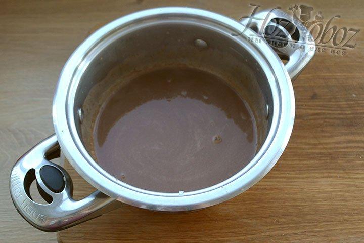 Шоколад надо растворить в теплых сливках, но не доводить до кипения, а потом оставить для остывания