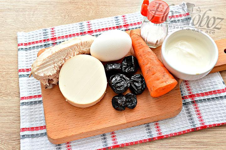 Для салата подготавливаем ингредиенты